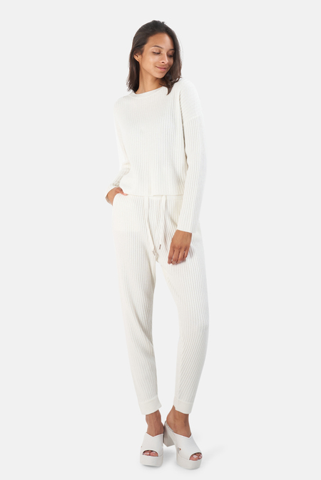 The Tile Club Chase Crop Sweater - White