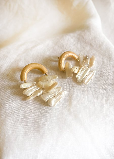 Sophie Monet Arroyo Arc Earrings - PEARL