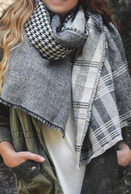 Azalea Houndstooth Pattern Frayed Blanket Scarf - gray