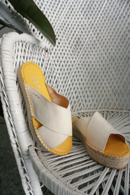 ACT SERIES UCCLE SLIDE - WHITE/YELLOW