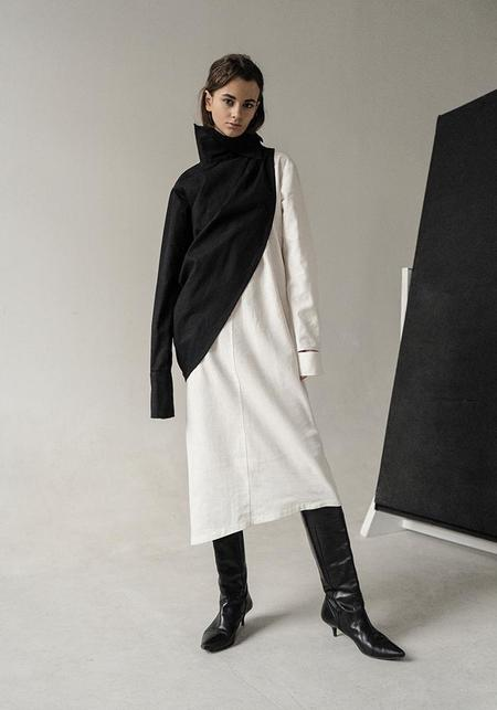 K M by L A N G E Asymmetric Linen Sleeve - Black