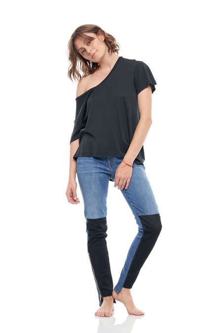 SANDRINE ROSE V-Neck Short Sleeve Cashmere Back Print Rib Tee - black