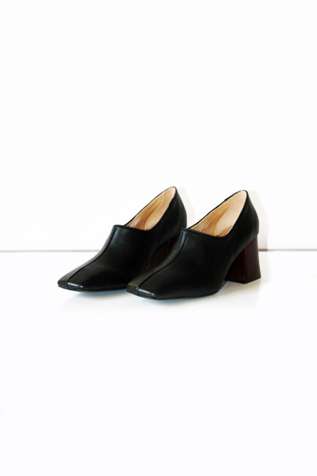 Suzanne Rae Pump With Wood Heel - Black