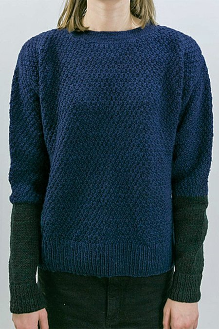 Tsuyumi Wool Pullover - Navy/Black