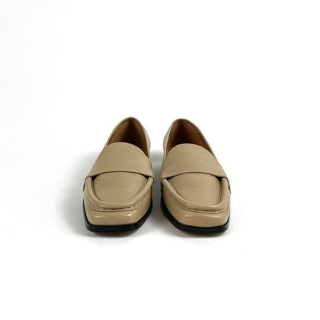 About Arianne Dali Loafers - Toast