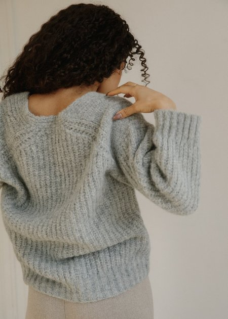 Bare Knitwear The Layer V sweater - Cloud Grey