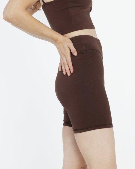 Lacausa STRETCH SHORTS - ESPRESSO