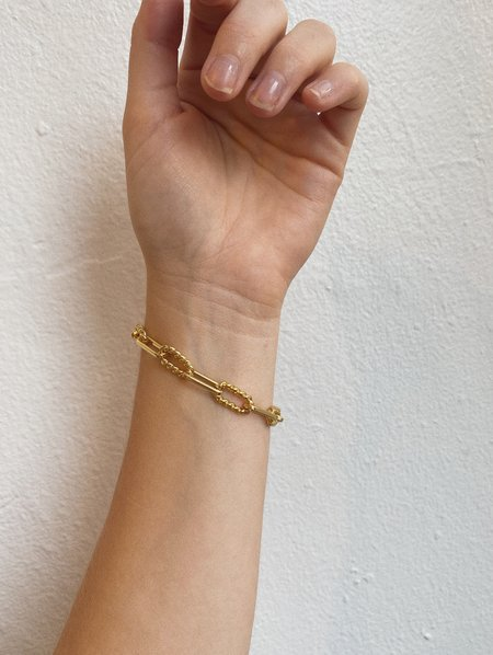 OUTOFOFFICE Twisted Paperclip Chain Bracelet - 18 karat gold