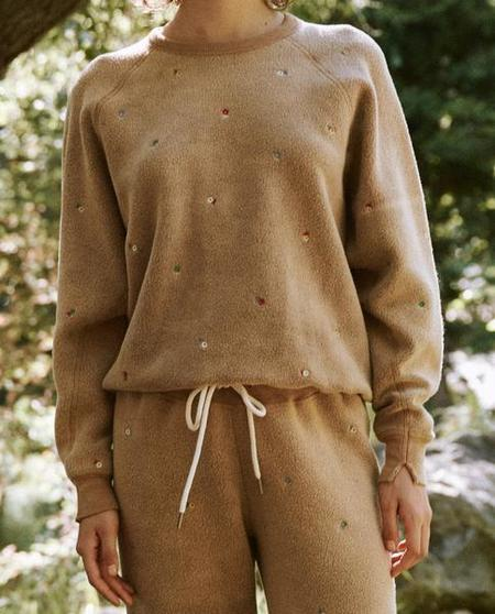 The Sherpa College Ditsy Floral Embroidery. Sweatshirt - Light Cider