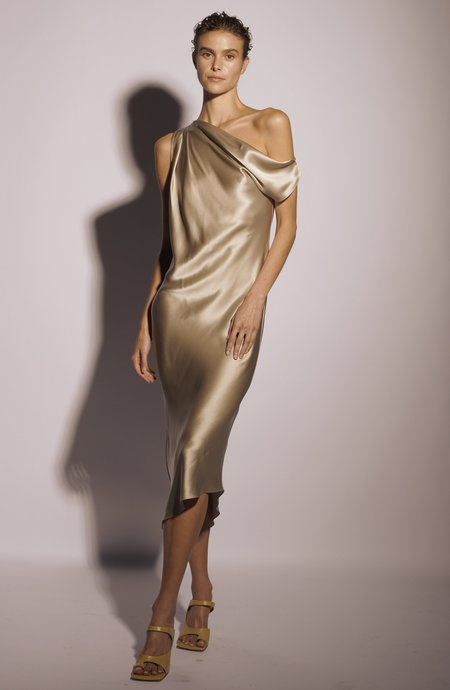 KES Full-Length Venus Drop Shoulder Dress - Black