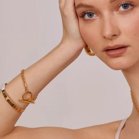 Lady Grey Toggle Link Bracelet - Gold