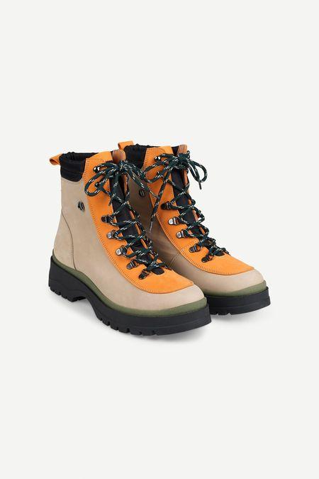 Samsoe Samsoe – Makalu Hiking Boot in Brown Rice/Orange