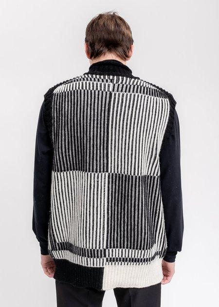 we11done Magnified Logo Jacquard Vest - Black