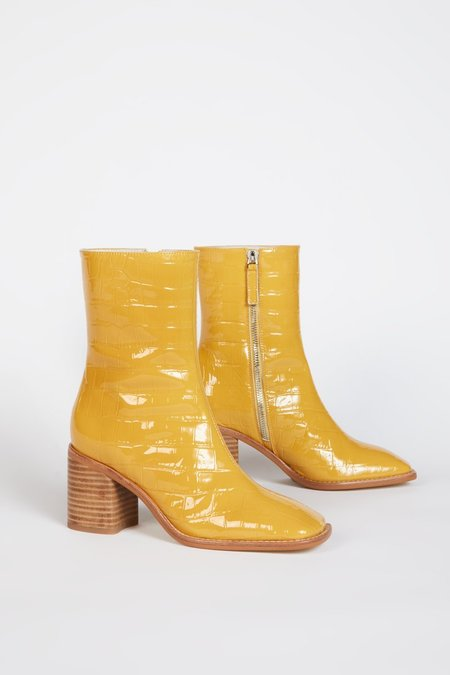 """""""INTENTIONALLY __________."""" CONTOUR boots - Marigold"""