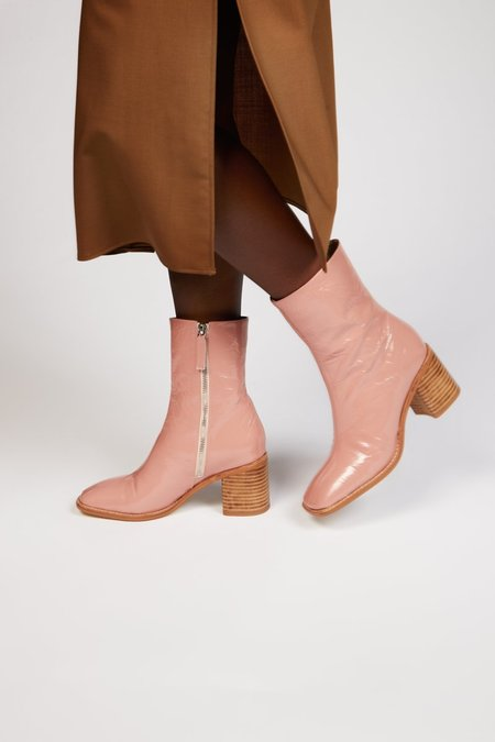 """""""INTENTIONALLY __________."""" CONTOUR boots - Rose"""