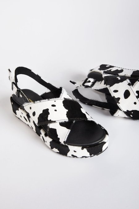 """INTENTIONALLY __________."" SUM sandals - Black Moo"