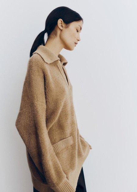 Mónica Cordera Shearling Polo Sweater - Camel