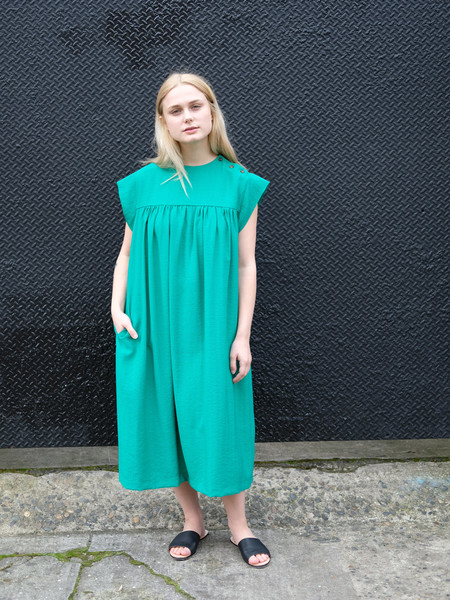 Sunja Link YOKE DRESS IN GREEN