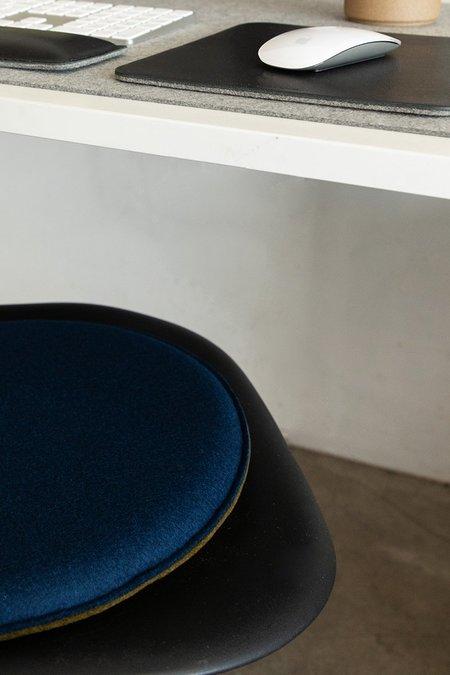 Graf Lantz Zabuton Round Felt Seat Pad - Champagne/Sienna