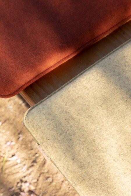 Graf Lantz Zabuton Square Felt Seat Pad - Champagne/ Sienna