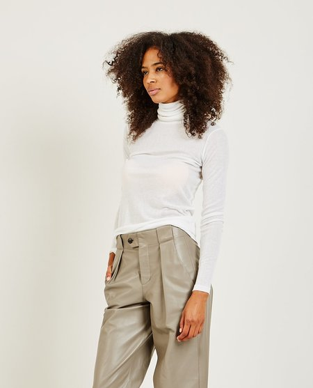 Closed Women's Top - IVORY