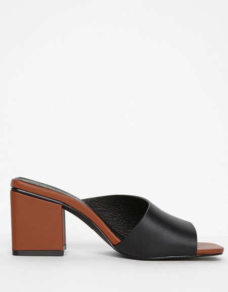Intentionally Blank Leather Roll Sandal