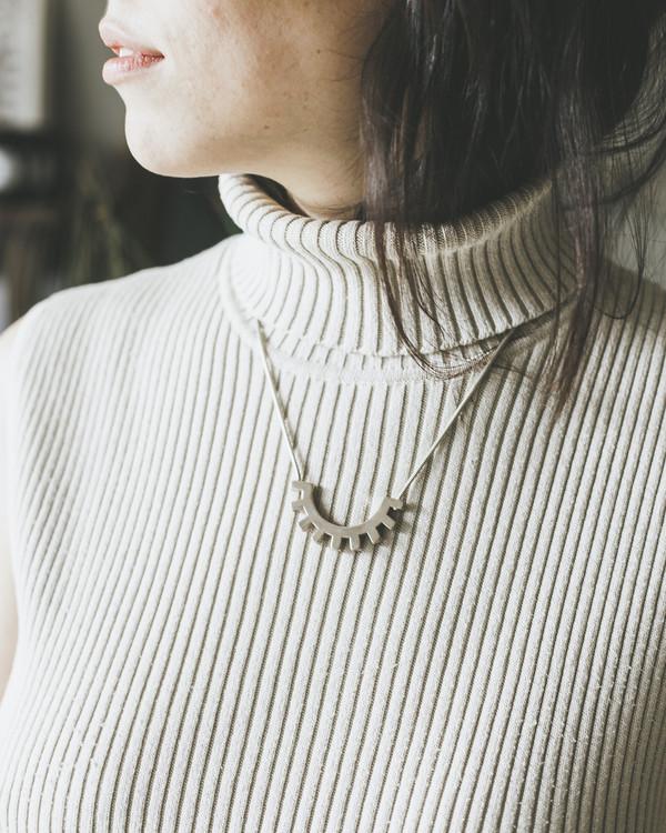 Tiro Tiro Cerrado Necklace in Brass