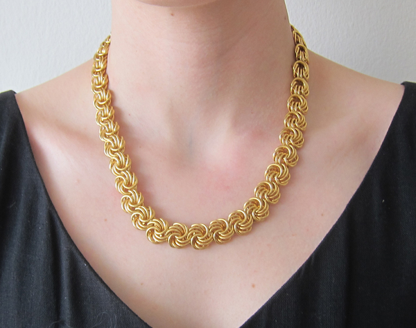 Gold knot link necklace