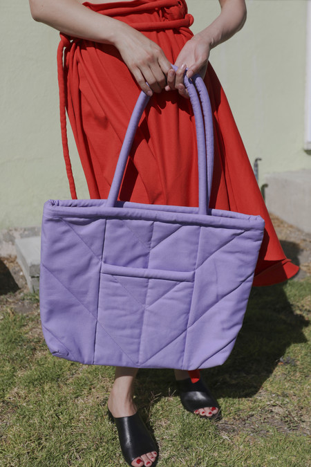 Electric Feathers Reversible Enano Tote in Lavender/Red