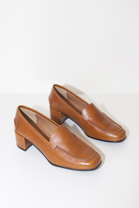 About Arianne Milena Loafers