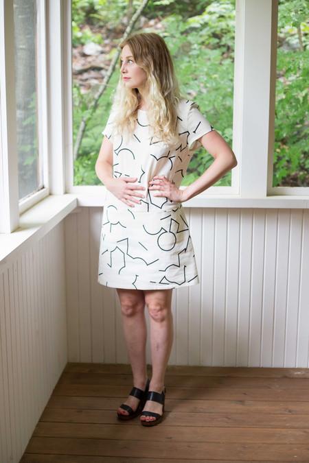 Eve Gravel Il Doodle Dress (Cream)