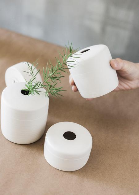 Notary Ceramics Round Vase - WHITE