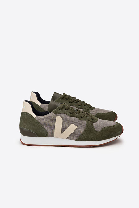 VEJA Holiday low top in rock olive sable