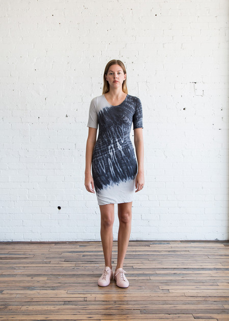 Raquel Allegra S/S Fitted Dress - Charcoal Tie Dye
