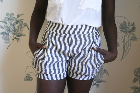 Valérie Dumaine Emile Shorts - wavy stripes