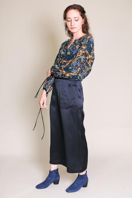 Raquel Allegra Dreamer blouse in black dahlia