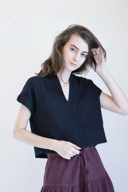 7115 By Szeki Cropped V-Neck Top in Black
