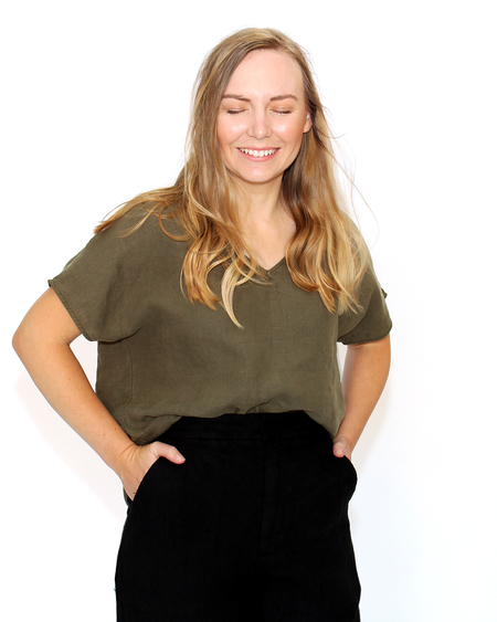 Esby Apparel Avey Top in Olive