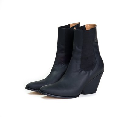 The Palatines inergia chelsea boot w sculpted heel -  black super matte