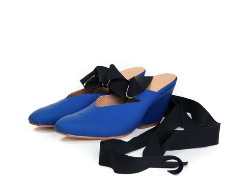 The Palatines isti ribbon mule w sculpted heel -  marine super matte leather
