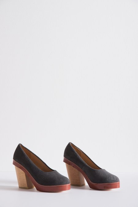 A Détacher Tatiana Pump in Grey Suede/Cognac