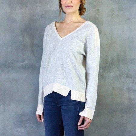 Duffy Color Block V-Neck Wool/Cashmere Blend in Mist