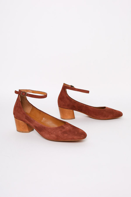 Coclico Creed Heel in Brown Suede