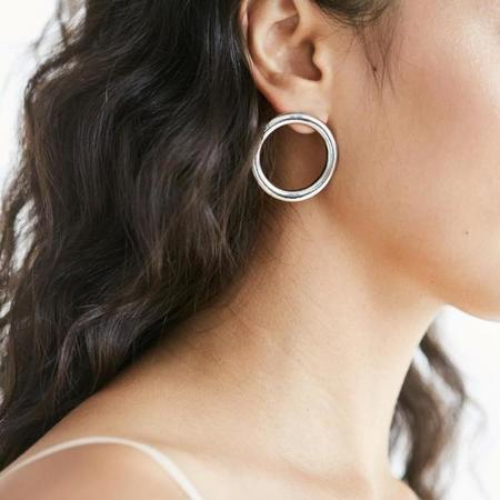 Common Muse Lia Circle Earrings