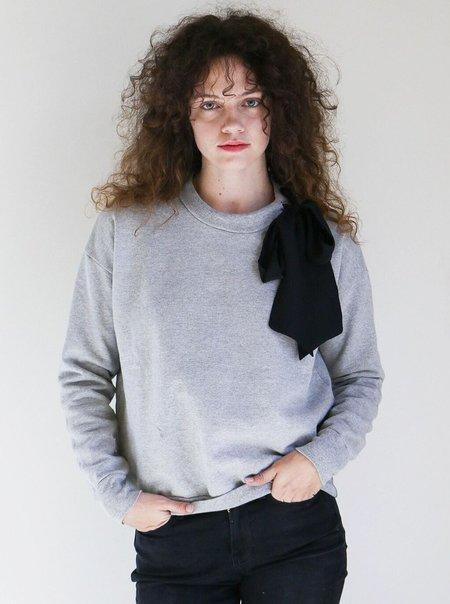 FRAME Denim Frame Bow Sweatshirt in Gris