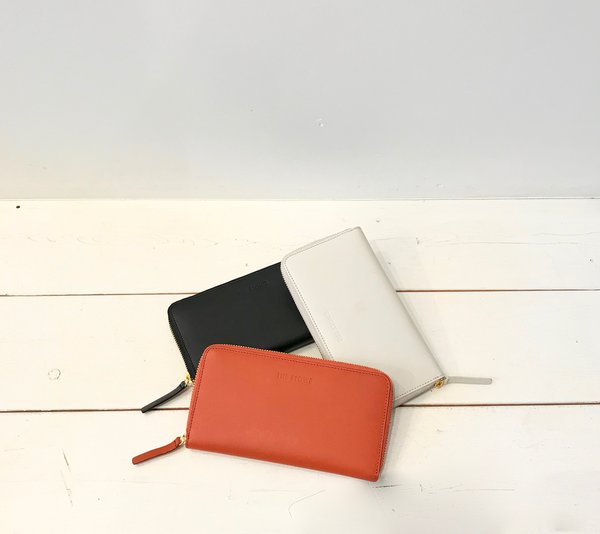 The Stowe Zip Wallet in Clay, Paprika and Black