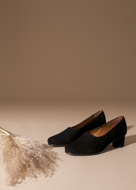 Anne Thomas Jeanne Pump - black velours