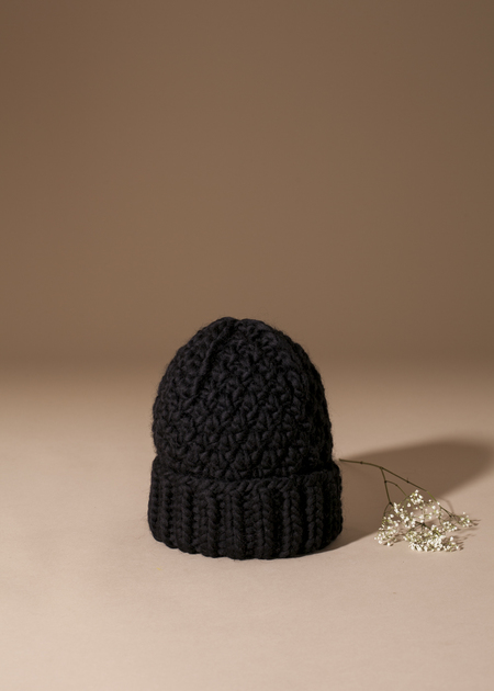 Tsuyumi 100% Highland Wool Toque - Black