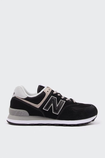 New Balance 574 Classic - black/white suede
